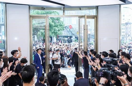 بزرگترین برندشاپ هوآوی در شانگهای چین افتتاح شد