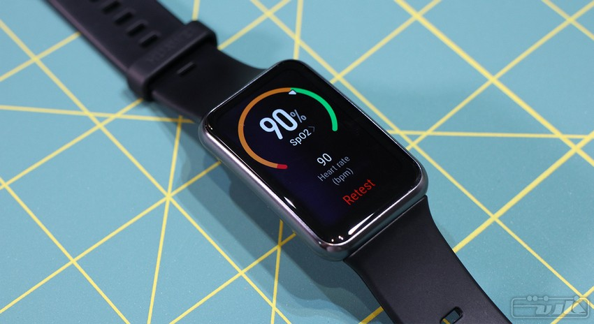 چکیدهای از بررسی ساعت هوشمند هواوی واچ فیت توسط رسانه فارنت